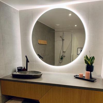 LED peeglid